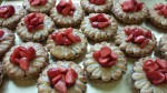 Erdbeer-Rhabarber Makronentörtchen